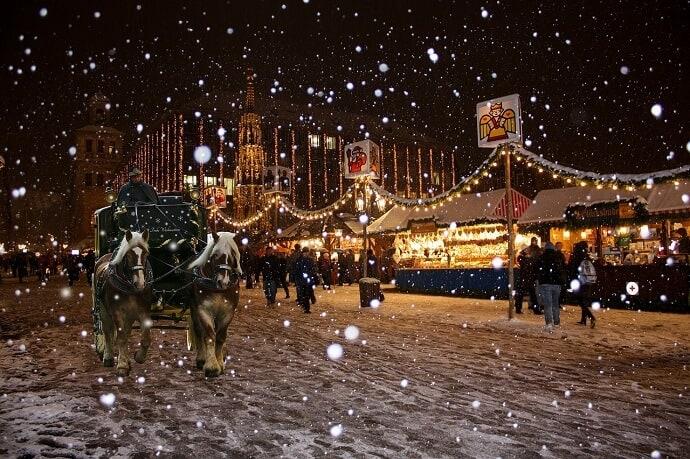 Christmas market in Nuremberg Germany Image by Gerhard Gellinger from Pixabay