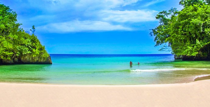Frenchman's Cove Beach in Portland, Jamaica