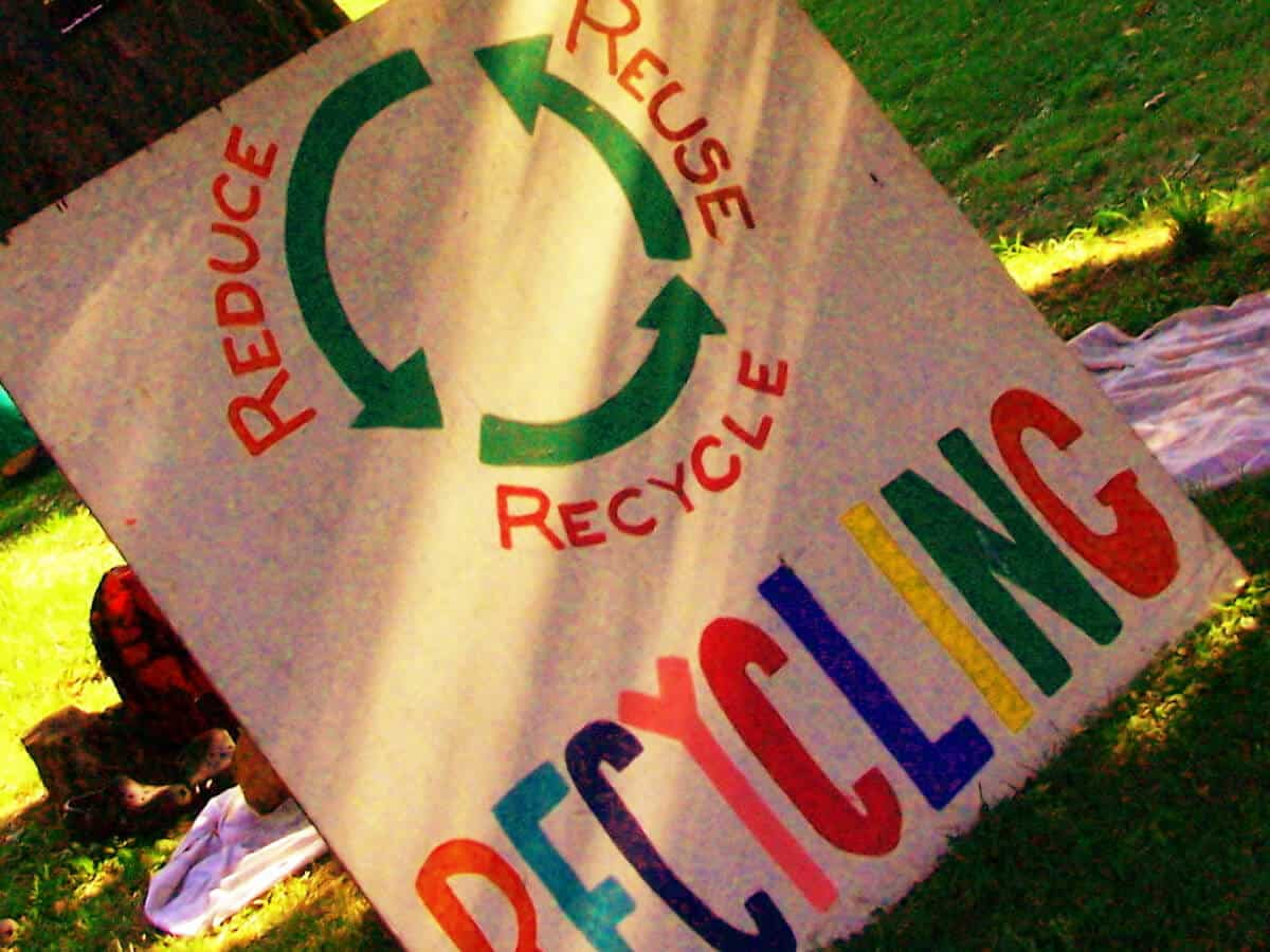 7 ways to reduce waste and move towards waste-free living via @greenglobaltrvl
