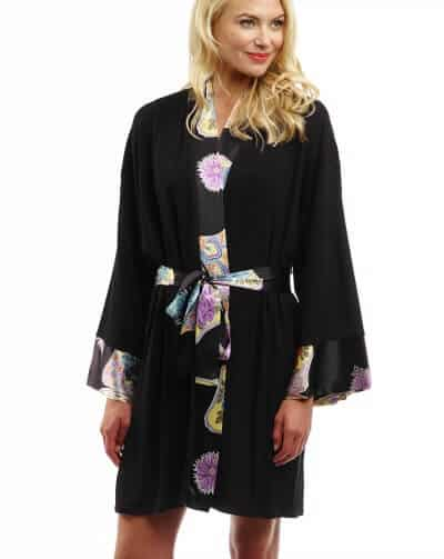 Best Travel Clothes - Doie Lounge Tabitha Robe via @greenglobaltrvl