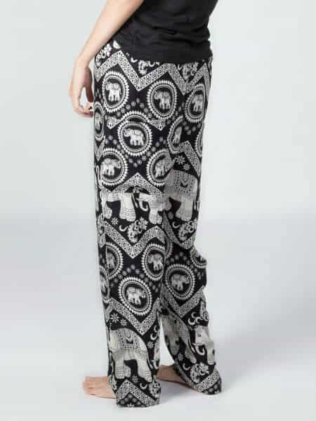 Best Travel Clothes - Elephant Pants Lounger Harem Pants via @greenglobaltrvl