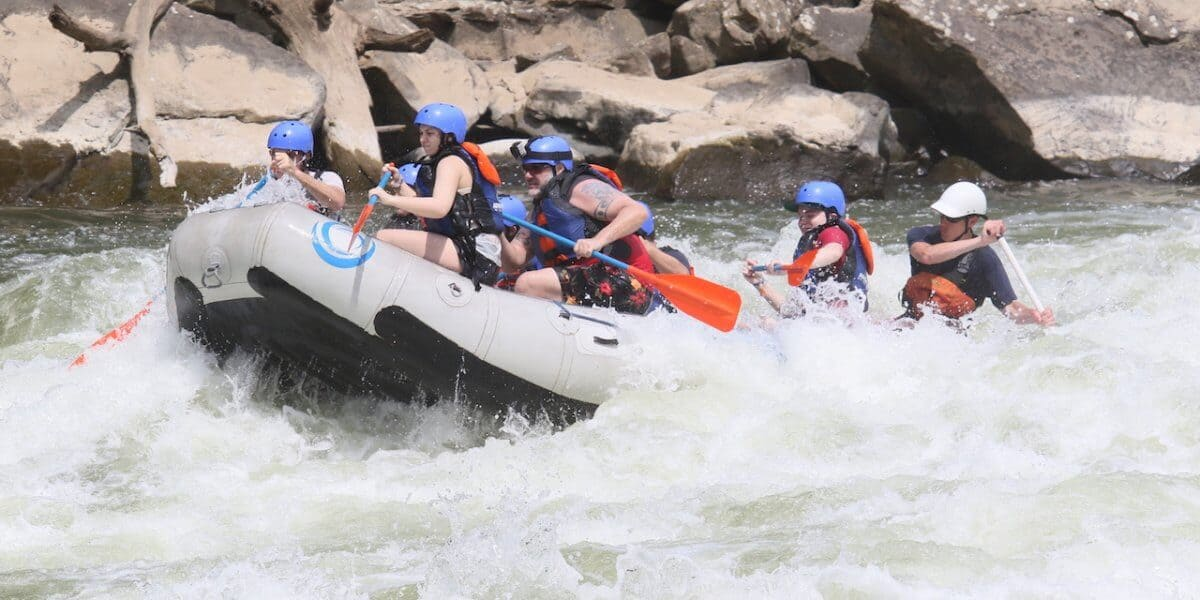 Rafting the Lower New River West Virgina: Fayette Station Rapid