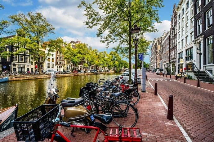 Sustainable Tips for Travel - ride a bike via @greenglobaltrvl
