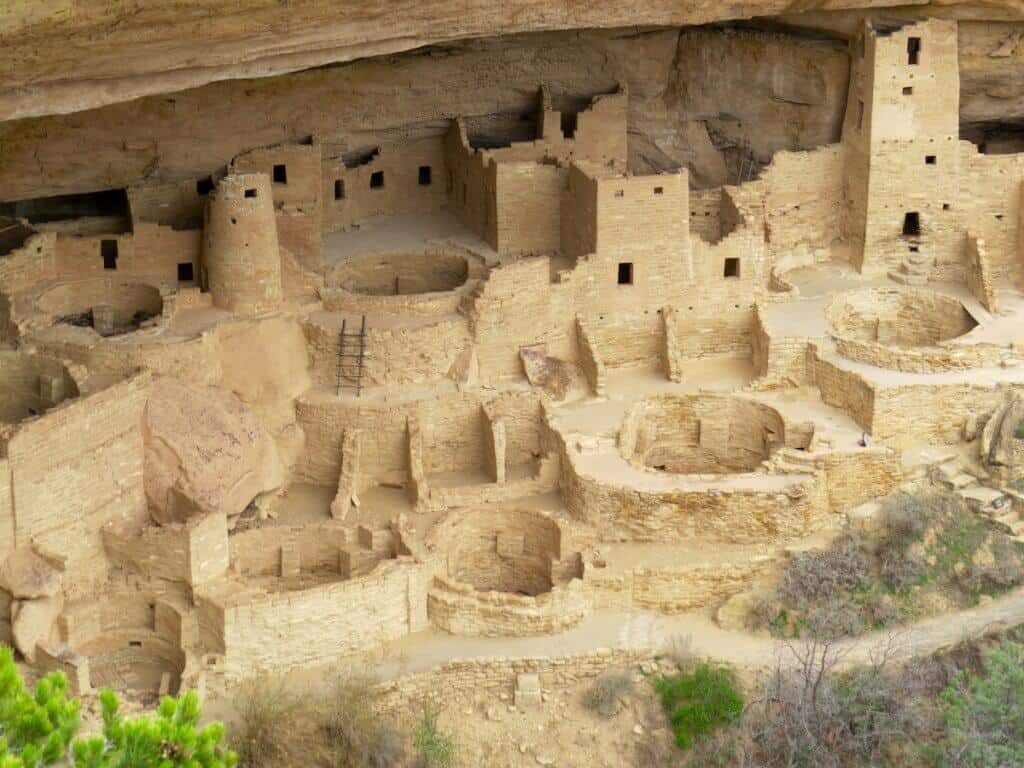 MESA VERDE NATIONAL PARK: Looking down at Cliff Palace