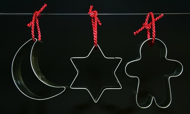 Recycled Christmas cookie cutter crafts