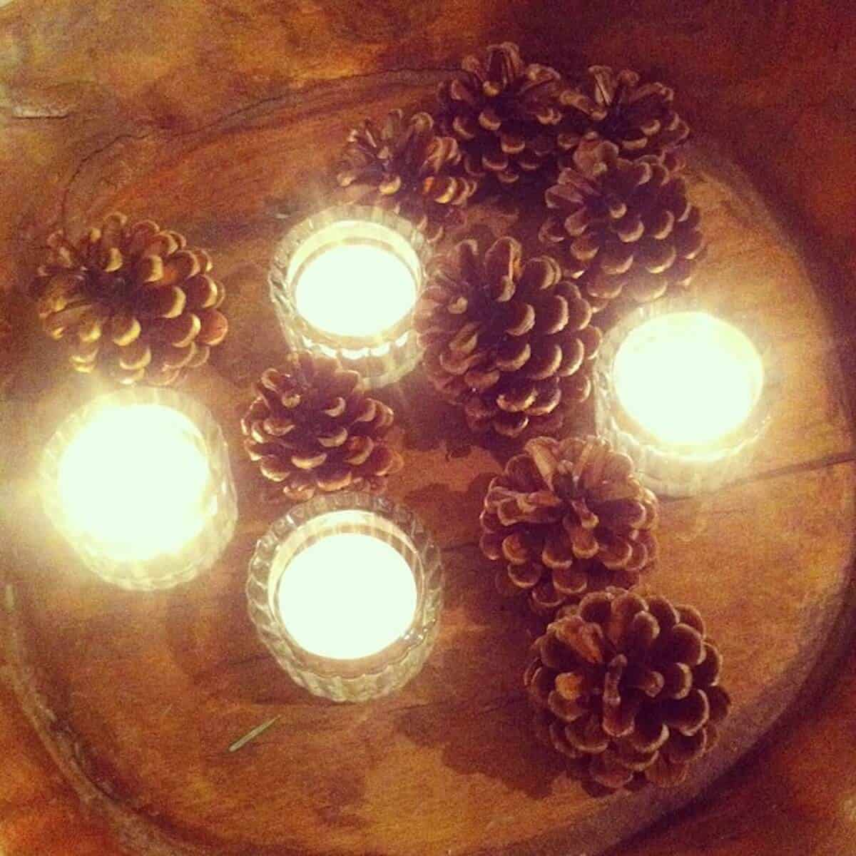 Natural Christmas Crafts & Decorations - Use pinecones and greenery