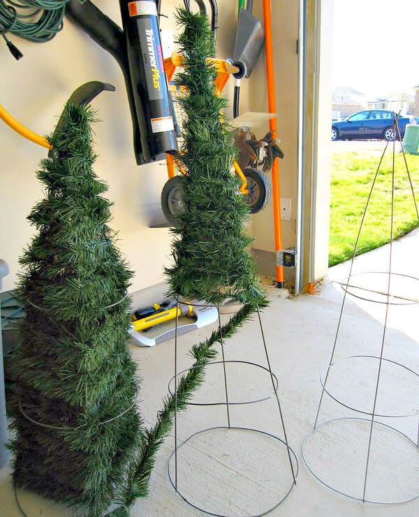 Christmas Trees Made From Tomato Cages: 30 Recycled Christmas Decorations & DIY Christmas Crafts
