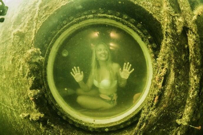 Underwater Hotel Room -Jules Underwater Lodge