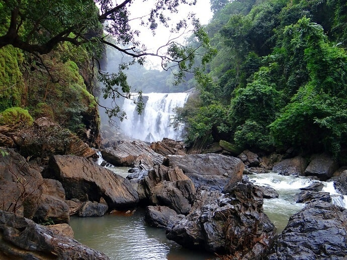 Beautiful places in India -Sathodi Falls