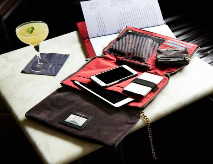 Best Gifts for Travelers - Knomo Bags Elektronista