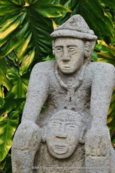 Statue at Barriles, Panama