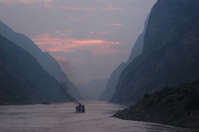 Dusk_on_the_Yangtze_River_by_Andrew_Hitchcock
