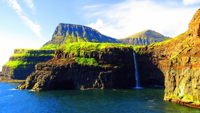 Gásadalur-Waterfall_Faroe_Islands