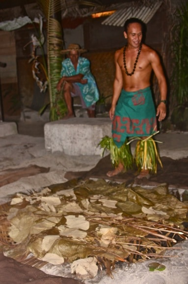 Earth Oven at Moorea Tiki Village Theatre, Tahiti