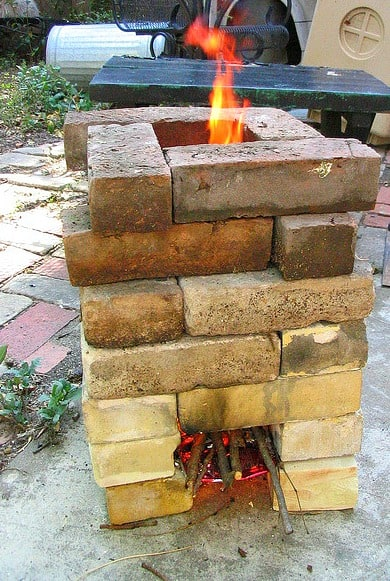 Off Grid Living DIY Stove - Improvised Rocket Stove