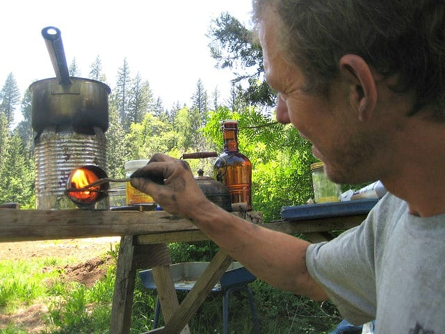 Off Grid Living DIY Stove - Rocket Stove