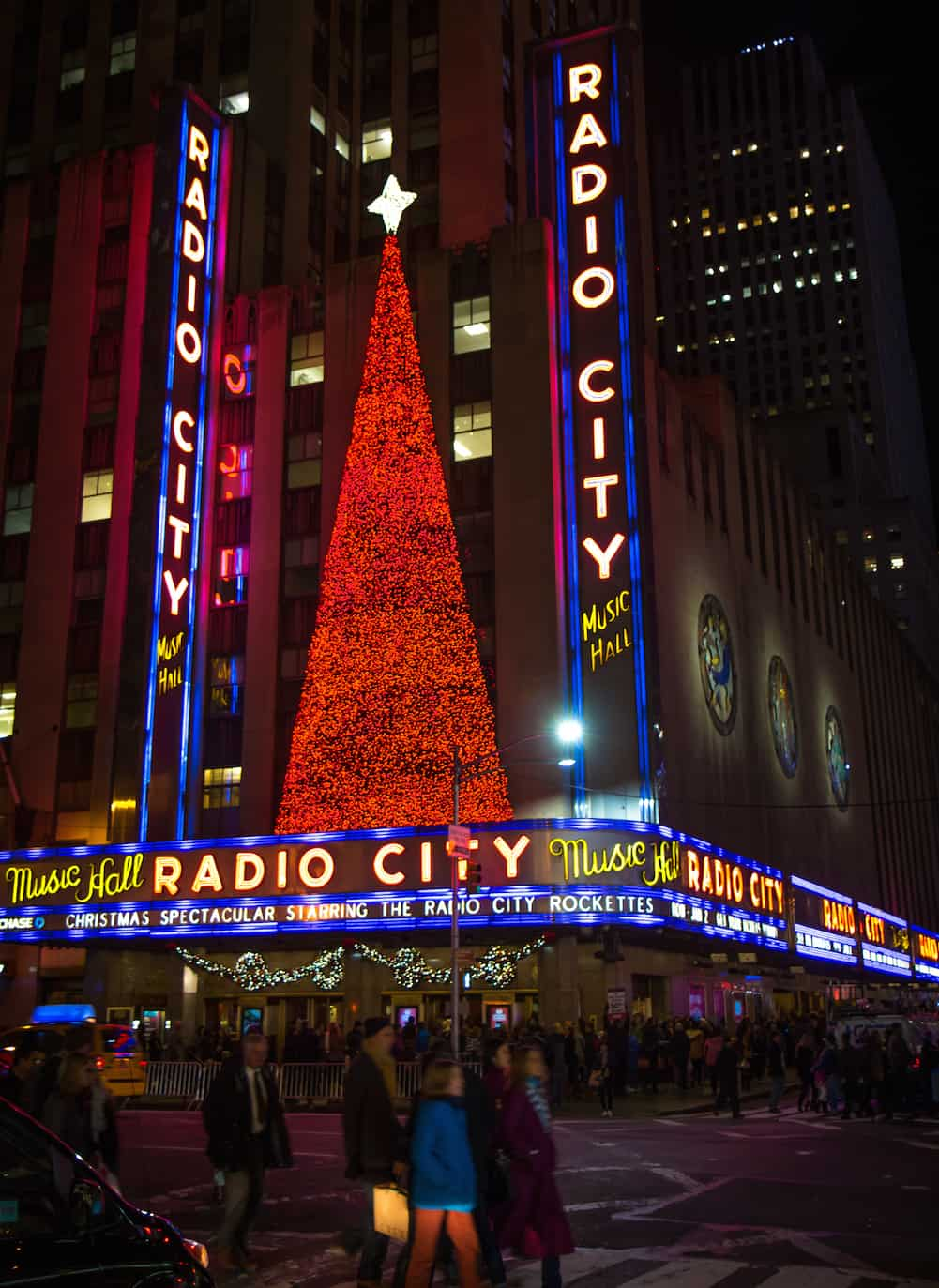 NYC Christmas: Free Walking Tour (Radio City Music Hall)