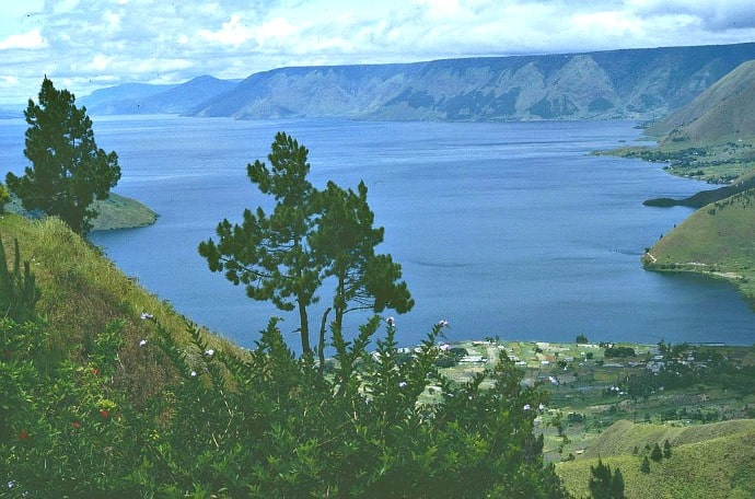 Things to do in Indonesia, visit Lake Toba - Sumatra