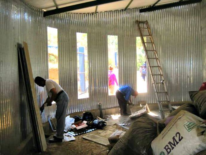 Workers constructing the Las Manos pre-school building