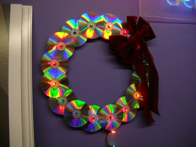 Recycling old CDs into a wreath - original and environmentally friendly Photo MBK