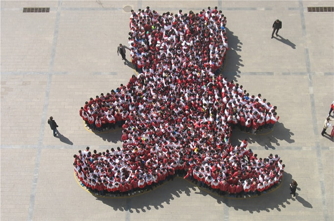 Beijing Schoolkids Form Giant Bear for Moon Bear Week