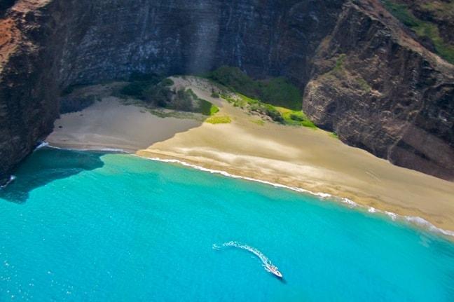 Sightseeing Tour of the Na Pali Coastline in Kauai, Hawaii