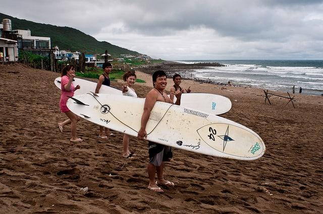 What to do in Taipei -Surfing at Jinshan, Taipei
